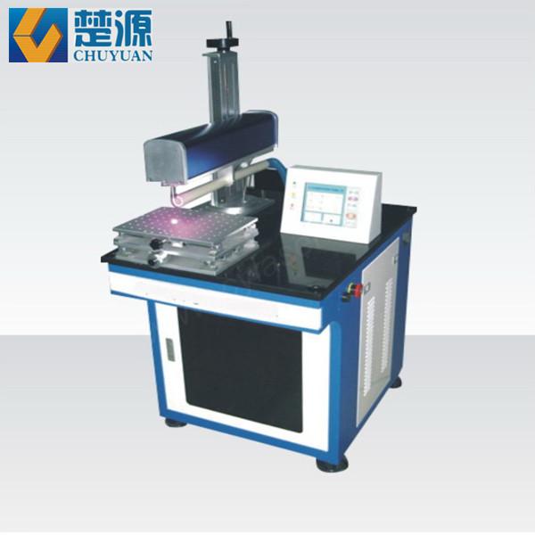 本系列产品是一种高性能的固体脉冲激光焊接机,由YAG固体激光器,脉冲激光电源,激光专用冷却循环系统,光学聚焦系统,数控工作台(PLC控制)等部份构成。本公司硬光路激光焊接机采用可控式开关电源供电与镀金反射腔,功率强大,脉冲可编程,智能化系统界面管理,具有焊点美观牢固、热影响区小、效率高、焊接成本低等特点。 与国内同类产品相比,设备采用一体化设计,结构紧凑美观,具有光束模式好、能量稳定、性能稳定,使用可靠、焊接速度快、适焊范围广、消耗品和易耗件使用寿命长等特点。
